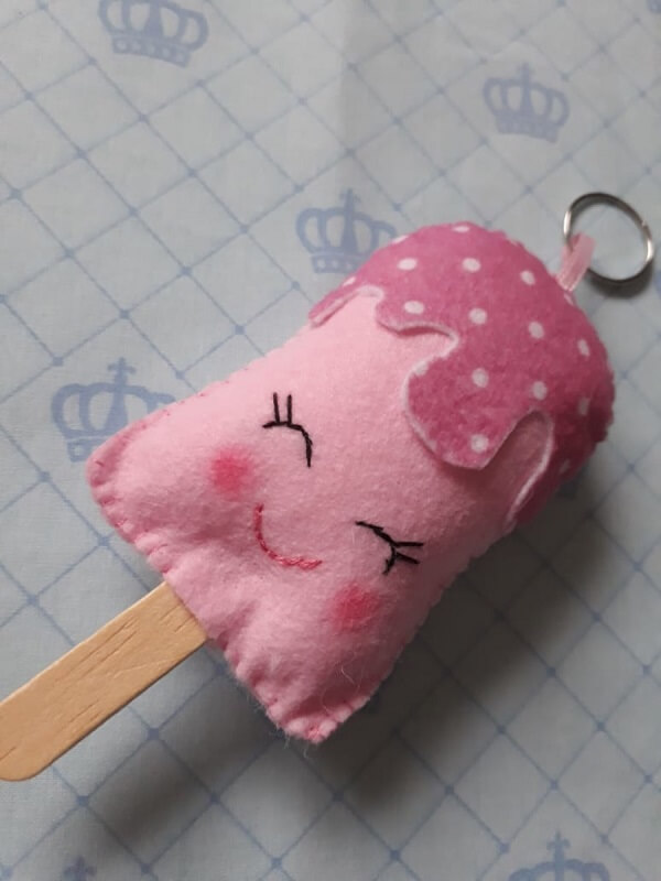 Felt keychain delicate template in ice cream shape