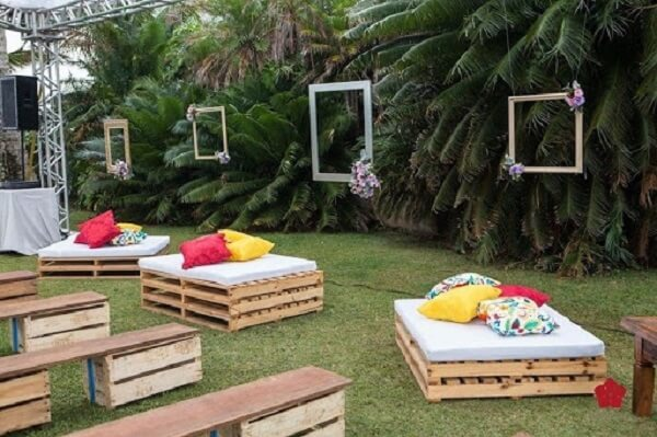 Wedding decoration with pallet benches