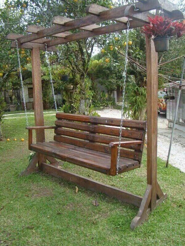 Suspended garden pallet bench