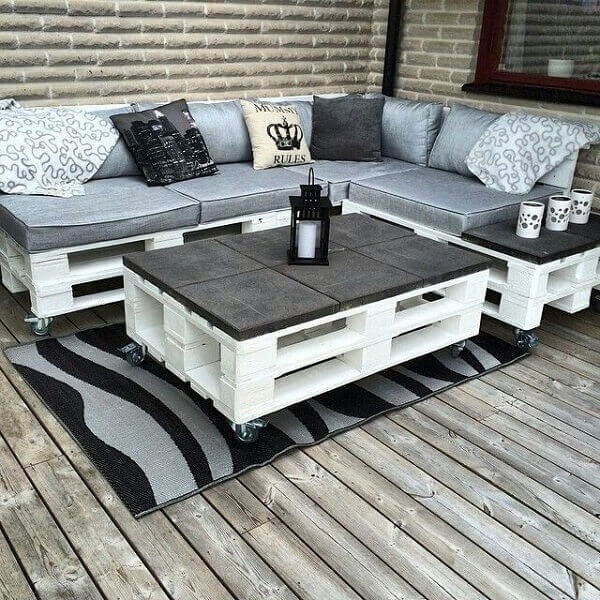 Decoration with table and white pallet bench
