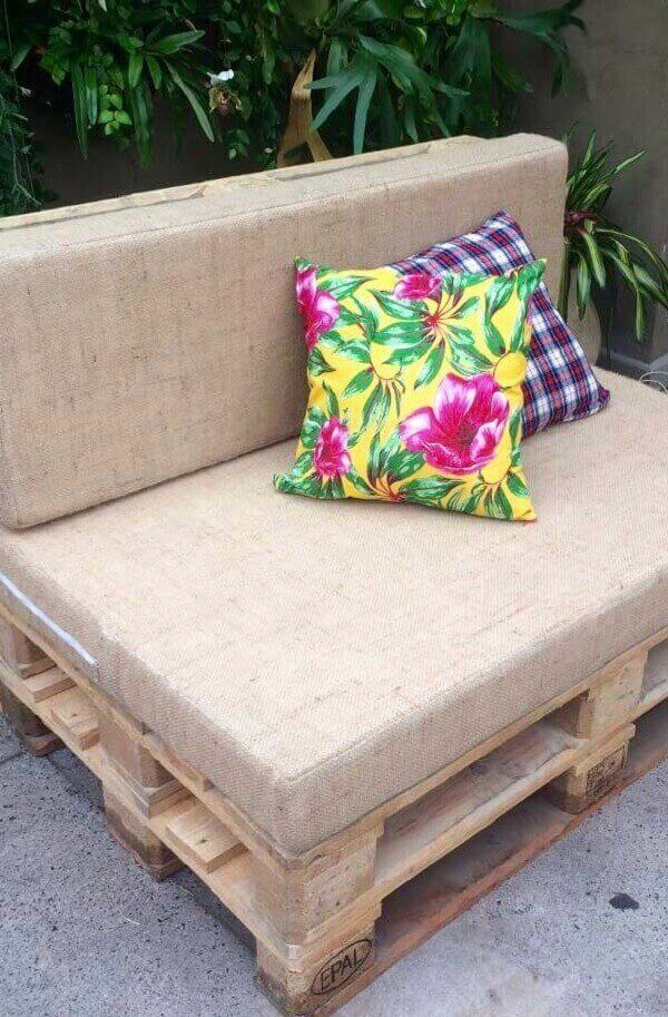 Colored cushions stood out on the neutral pallet bench