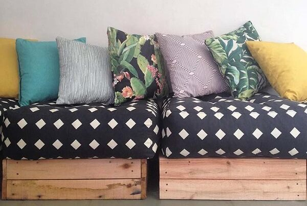 Pallet bench with patterned cushions