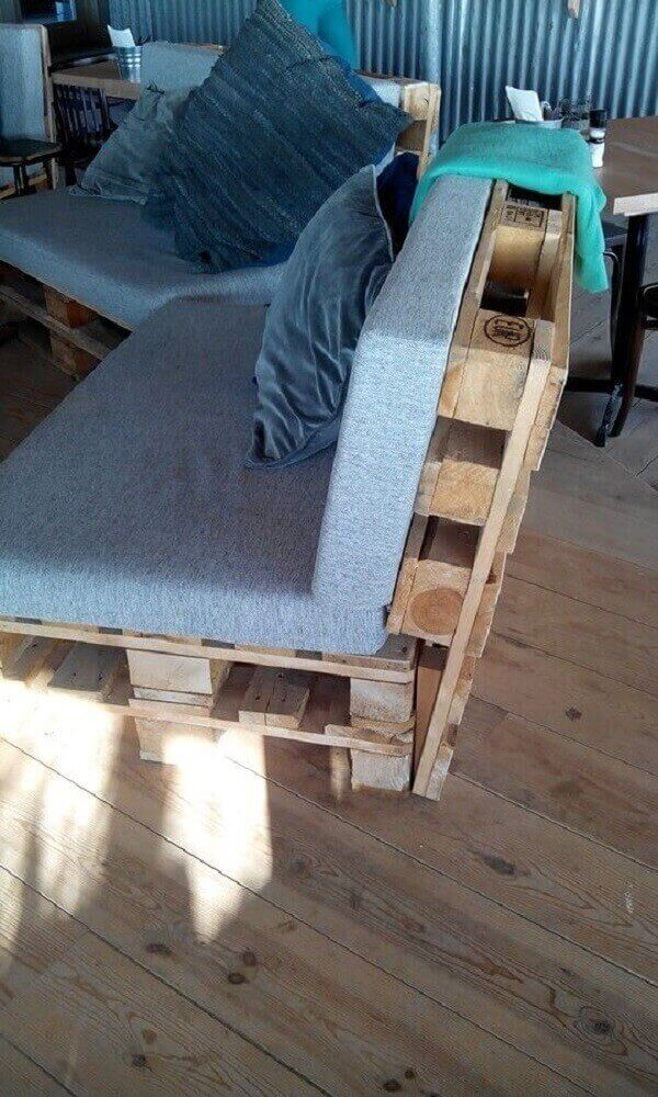 Pallet bench with back and blue upholstery