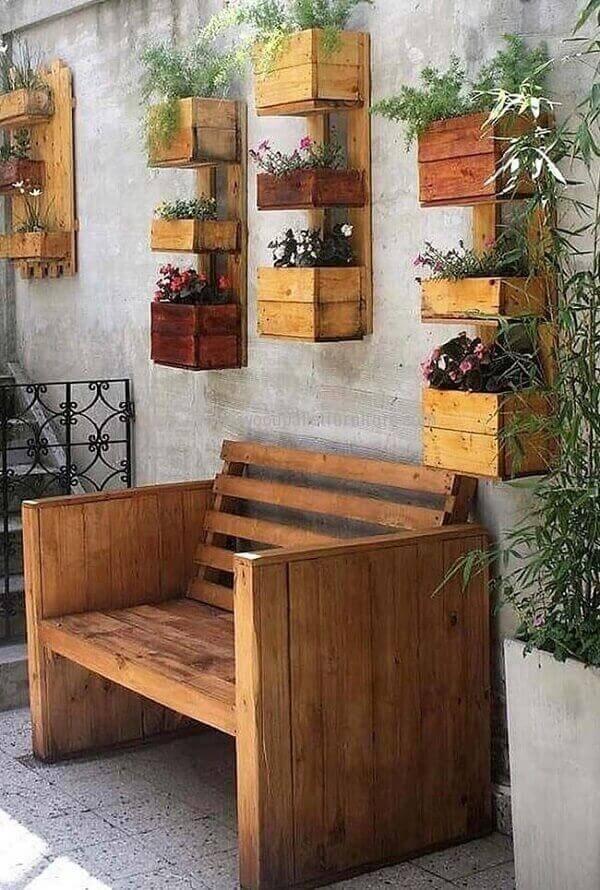 Simple garden pallet bench