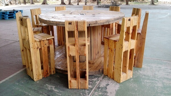 High stool made of pallet