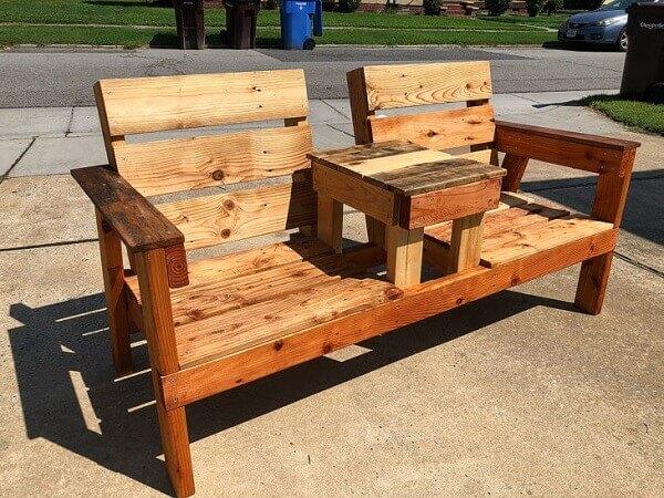 Pallet bench model with armrest