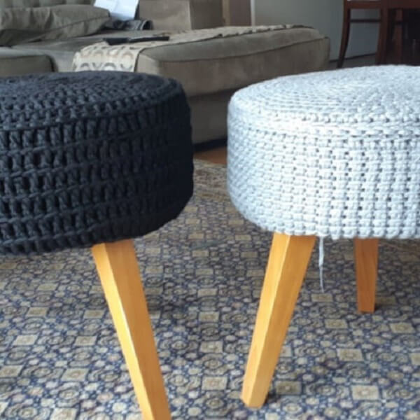 Puff with seat made with Tunisian crochet finish