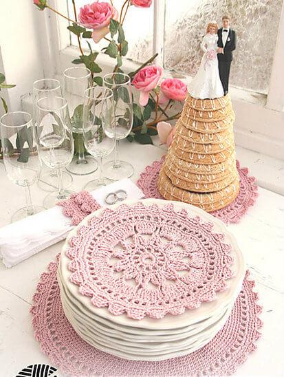 Guardanapo de crochê rosa para decorar festa