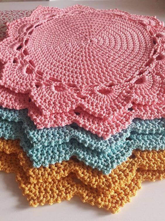 Guardanapo de crochê colorido