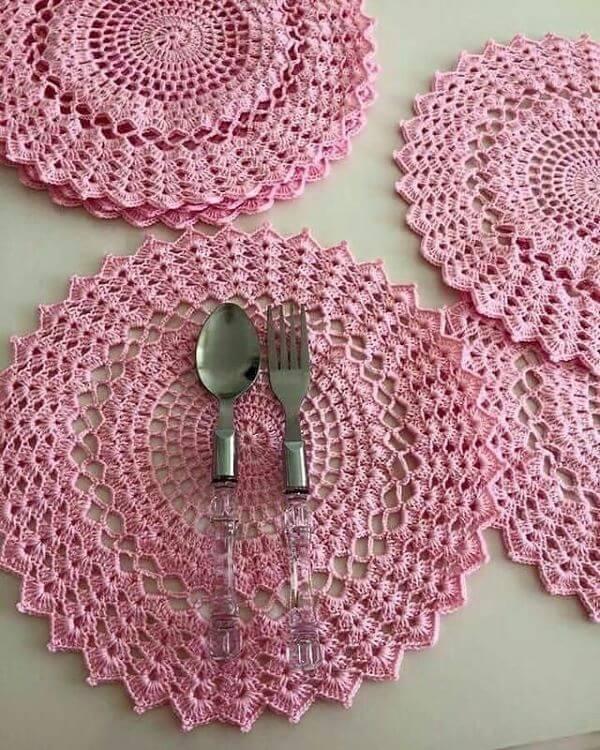 Guardanapo de crochê rosa