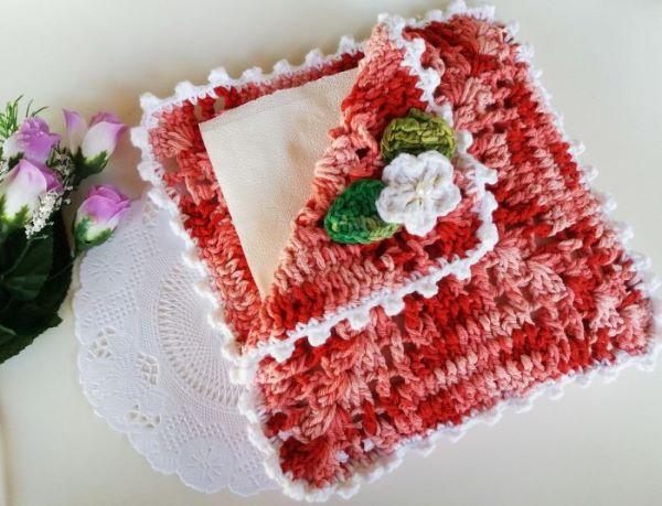 Porta guardanapo de crochê com flores para decorar a mesa