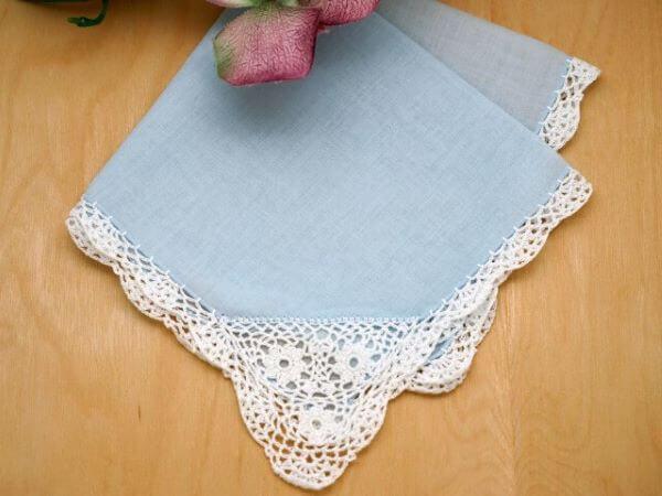 Guardanapo de crochê azul e branco