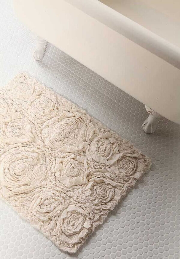 Simple retail carpet model for the bathroom