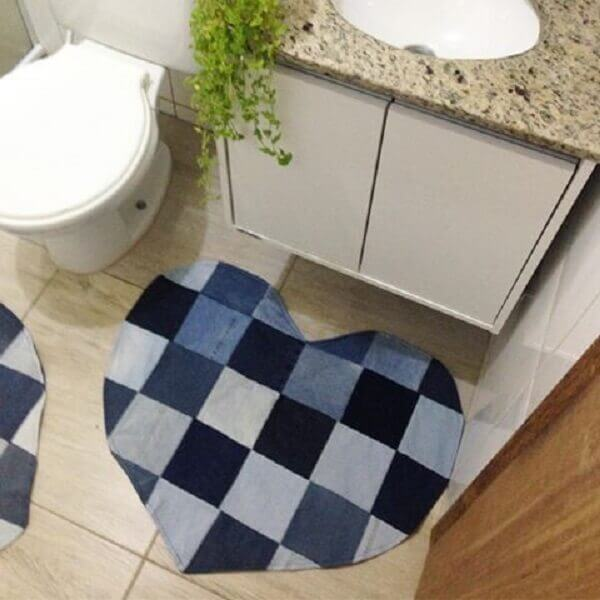 Patchwork rug in heart shape