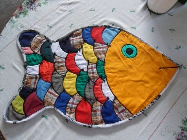 Patchwork rug model sewn in fish shape