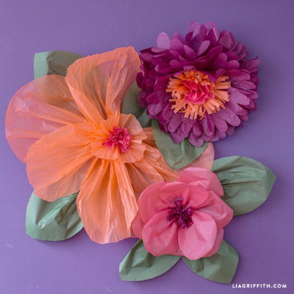 Flores de papel de seda coloridas