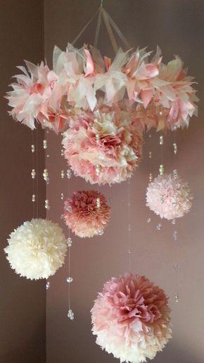 Lustre com flores de papel de seda