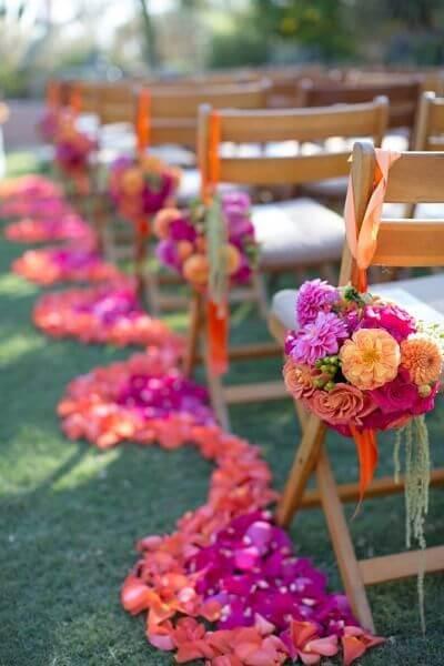 Decoração de casamento com flores de papel de seda