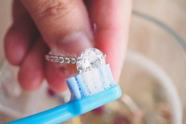 How to clean silver bracelet - How to clean silver bracelet with toothpaste
