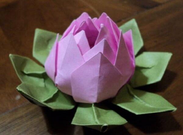 Origami fácil flor de lótus branca