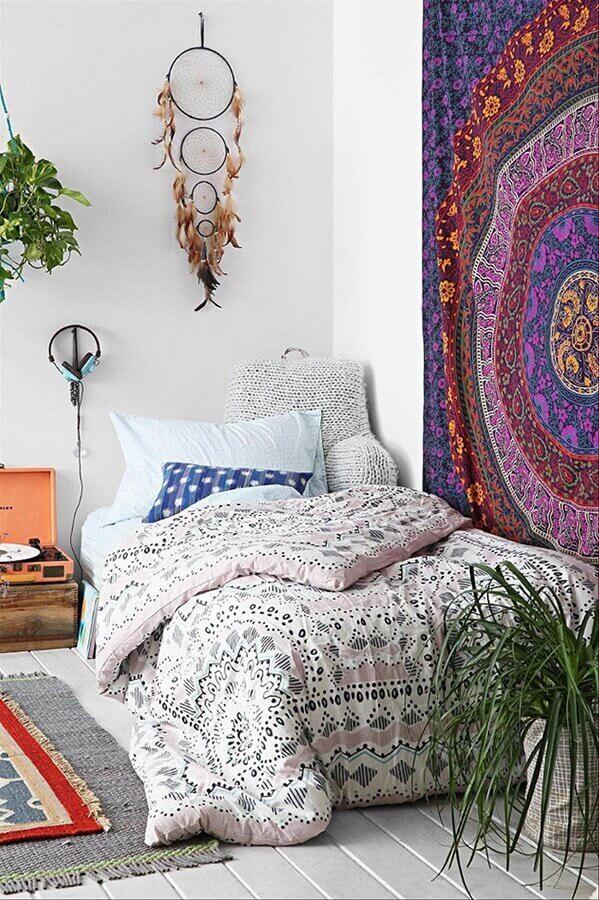 decoração estilo hippie para quarto com filtro dos sonhos e grande tecido na parede Foto Fresh Design Pedia