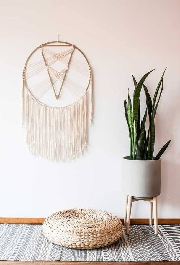 decoração clean com filtro dos sonhos e puff redondo Foto Pinterest