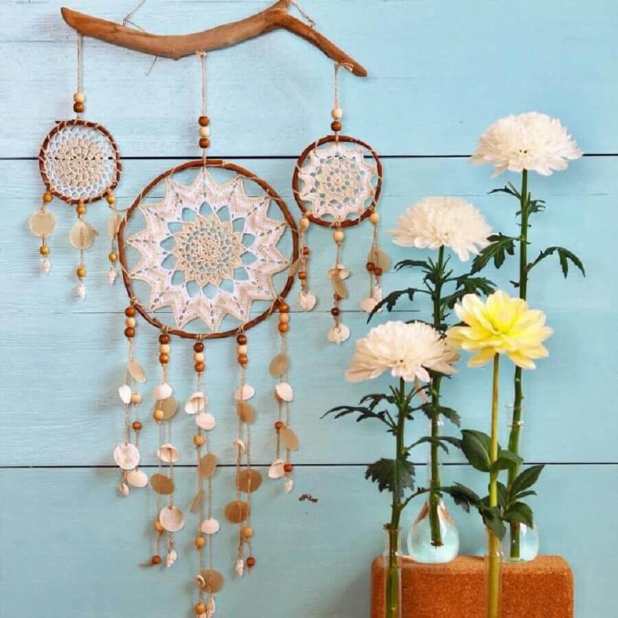 decoração com filtro dos sonhos e vasos de solitárias Foto Sunshinenl