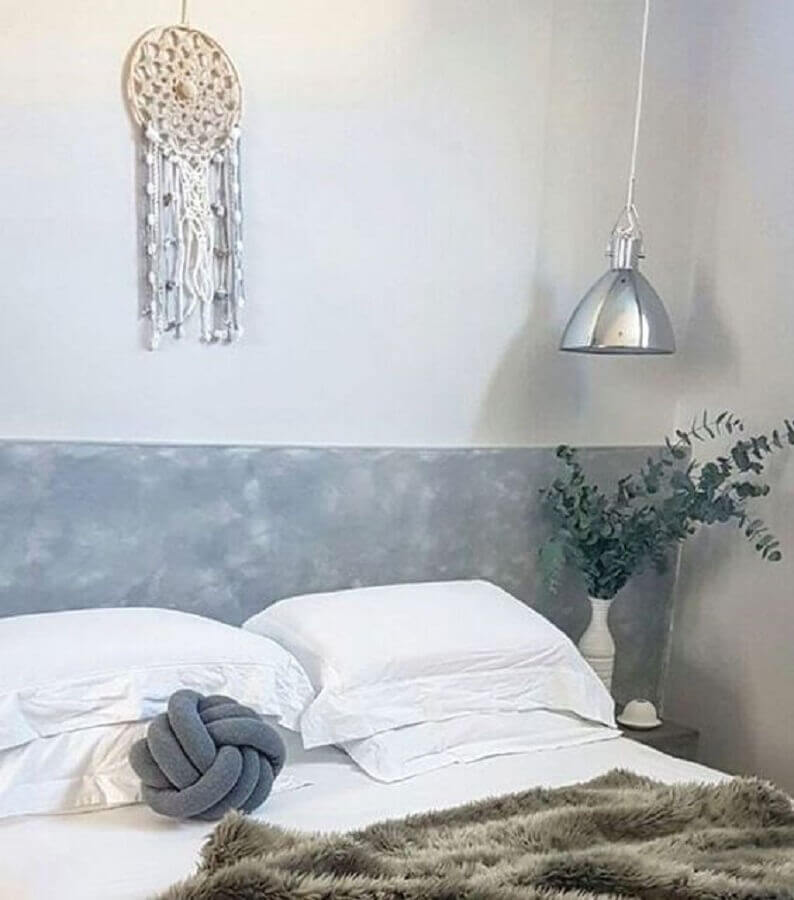 decoração de quarto com filtro do sonhos simples e pendente metálico Foto Pinterest