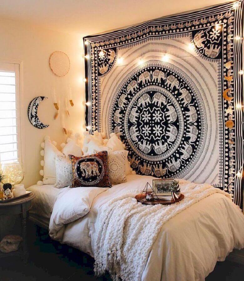 decoração quarto hippie com filtro dos sonhos e tecido na parede Foto Kaitlyn Johnson