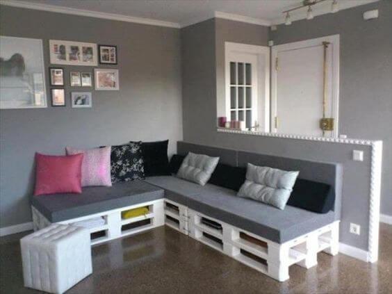 Sofá de palete de canto branco e cinza para sala moderna