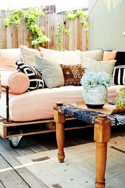 Sofá de palete com rodízios