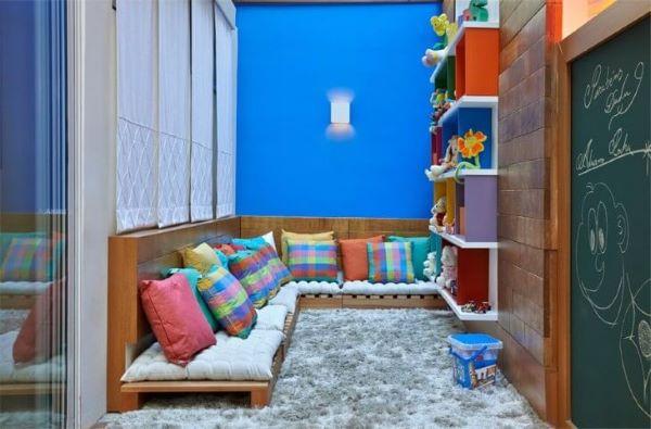 Sofá de palete na brinquedoteca