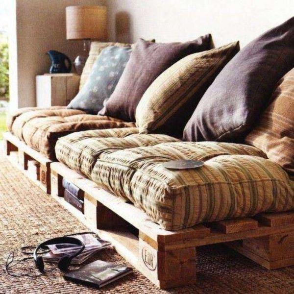 Sofá de palete na sala de estar
