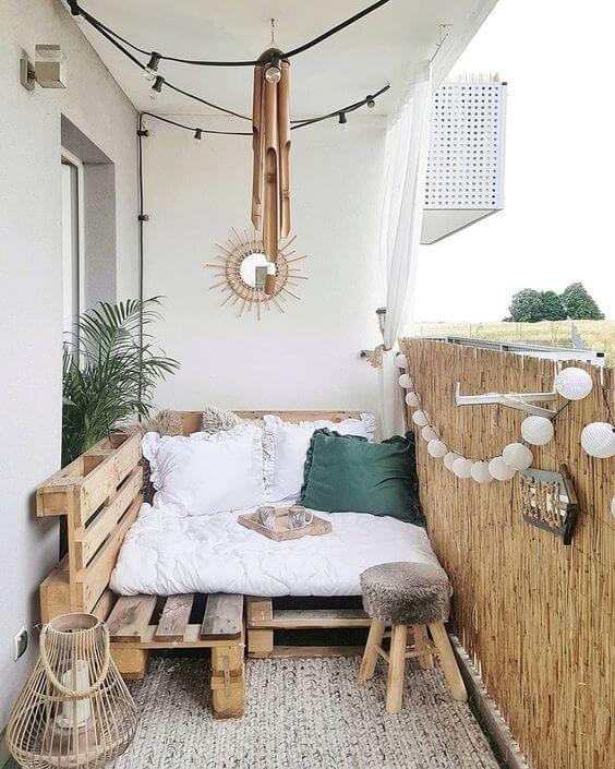 Sofá de palete para varanda clean e sofisticada