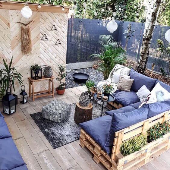 Jardim com sofá de palete