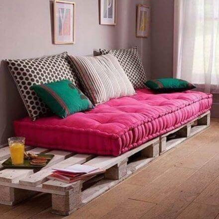 Sofá de palete rosa