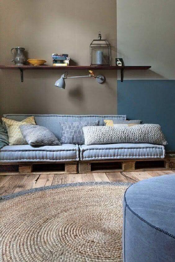 Sofá de palete azul super confortável