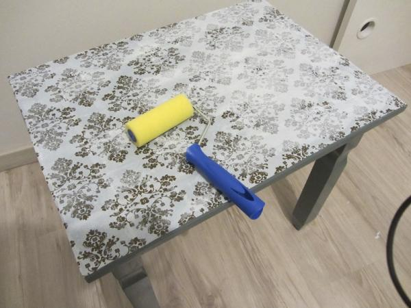 How to renovate a table with fabric - Step 4