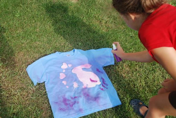How to paint clothes with spray paint - Step 5