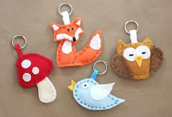 Felt crafts - Felt keychains, very cool!