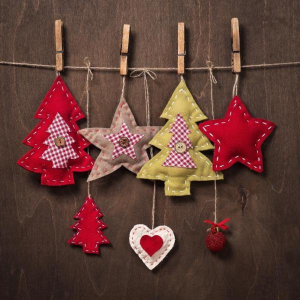 Handicraft with felt - Christmas decorations with this material