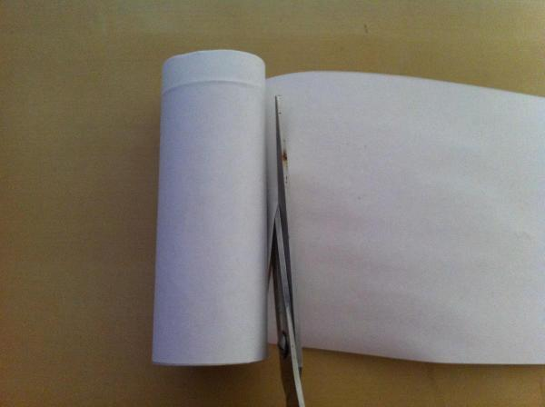 How to make a mushroom with a toilet paper roll - Step 3