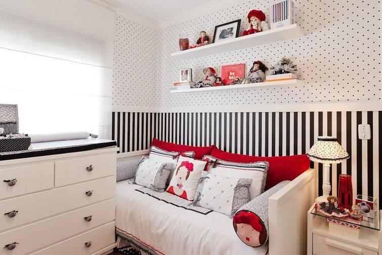 como colocar papel de parede no quarto de forma ousada