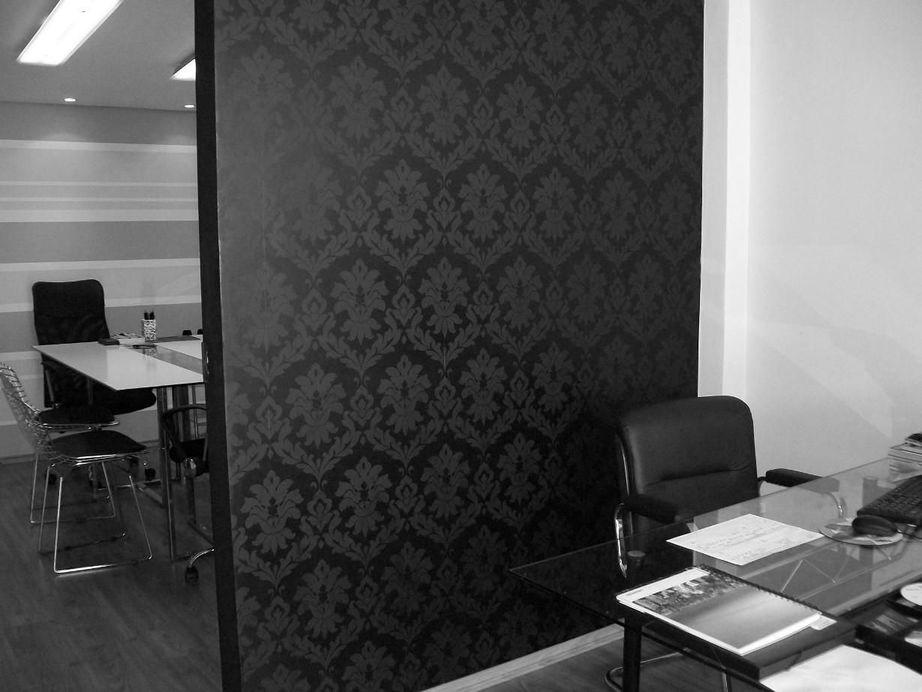 como colocar papel de parede - escritório com divisória com papel de parede