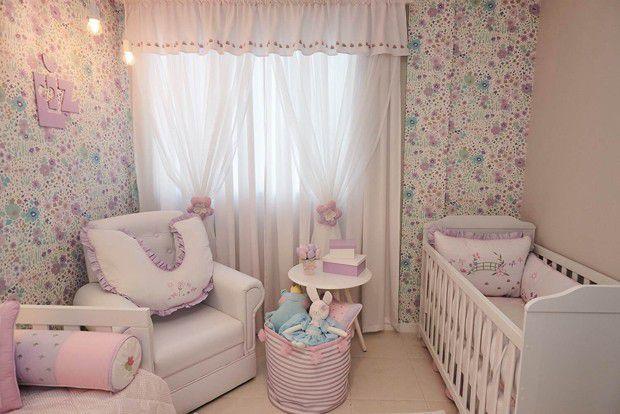 como colocar papel de parede - quarto infantil com papel de parede florido