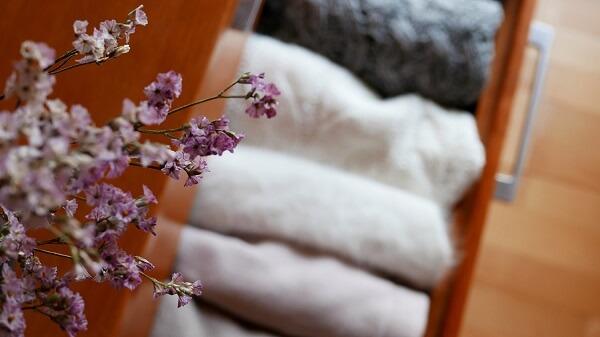 Use sachês perfumados para gaveta