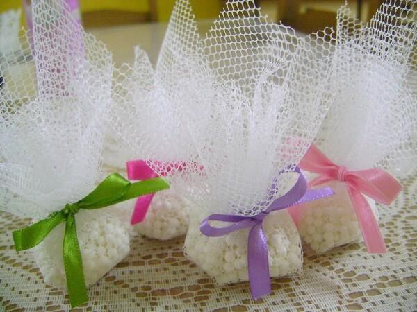 O sachê perfumado com amaciante pode ser feito em casa