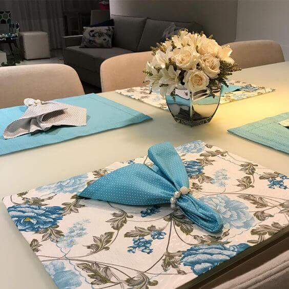 Jogo americano de tecido dupla face com floral e tecido azul