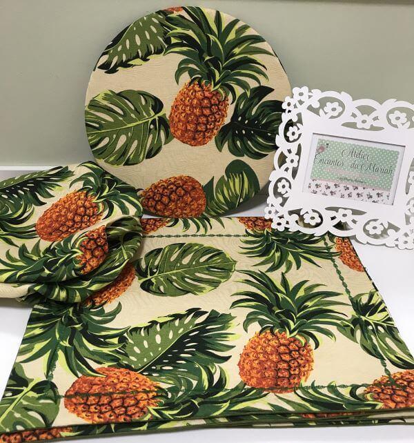 Jogo americano de tecido com estampa de abacaxi