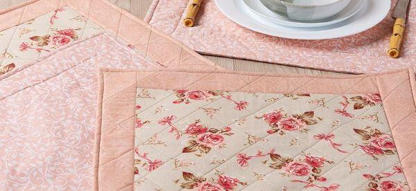 Jogo americano de tecido floral